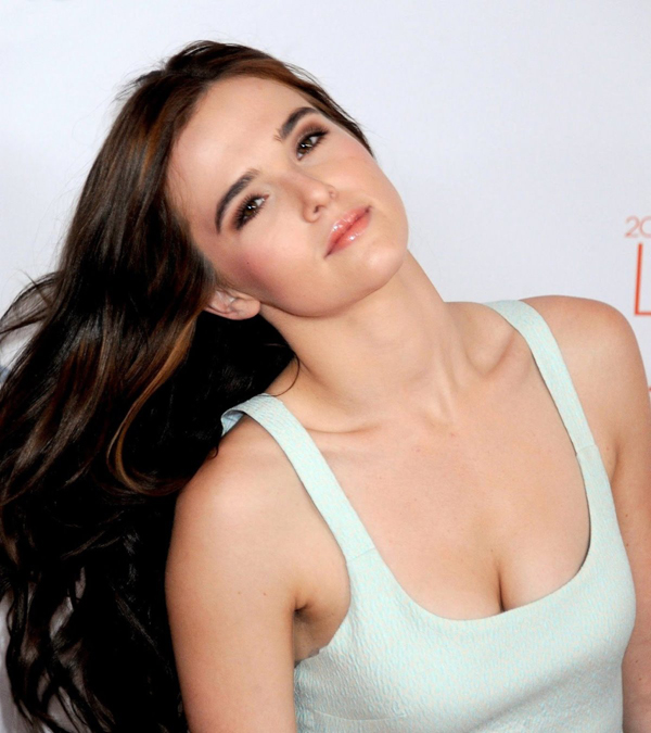 Zoey Deutch sexiest pictures from her hottest photo shoots. (18)