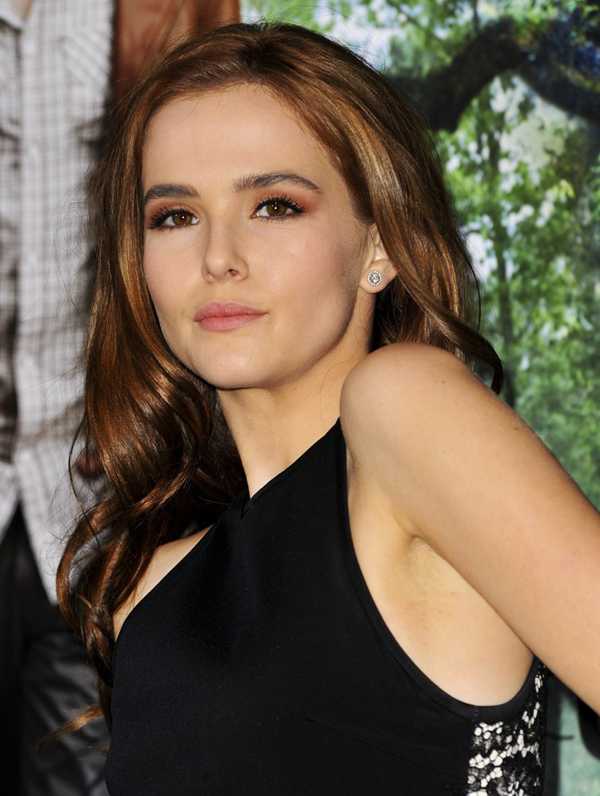 Zoey Deutch sexiest pictures from her hottest photo shoots. (6)