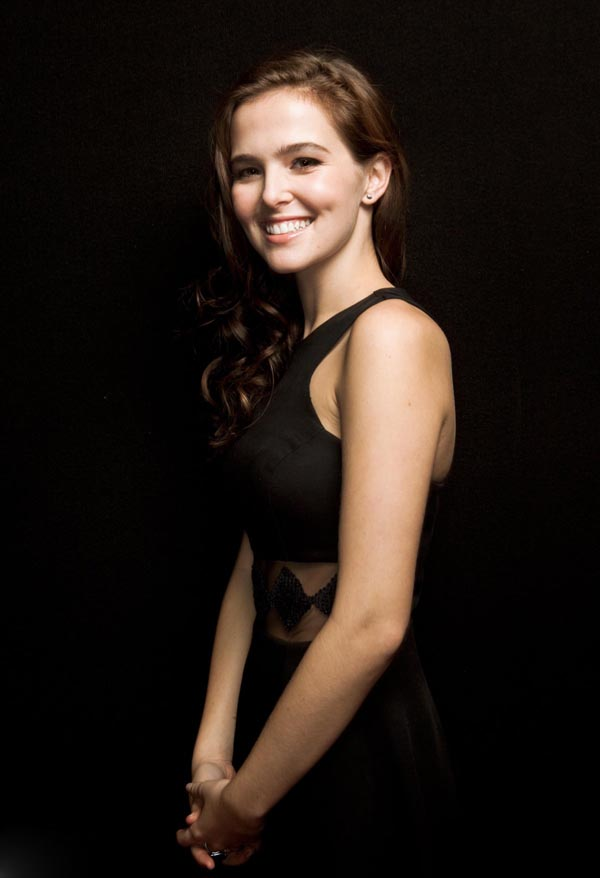 Zoey Deutch sexiest pictures from her hottest photo shoots. (5)