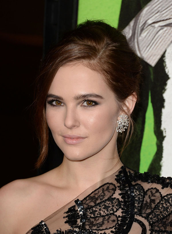 Zoey Deutch sexiest pictures from her hottest photo shoots. (3)