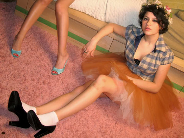 Alia Shawkat sexiest pictures from her hottest photo shoots. (28)