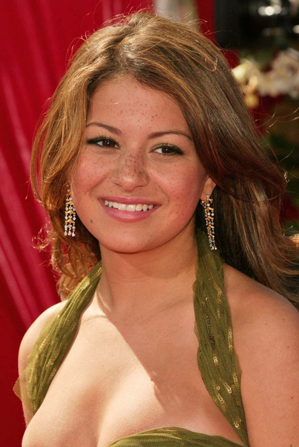 Alia Shawkat sexiest pictures from her hottest photo shoots. (27)