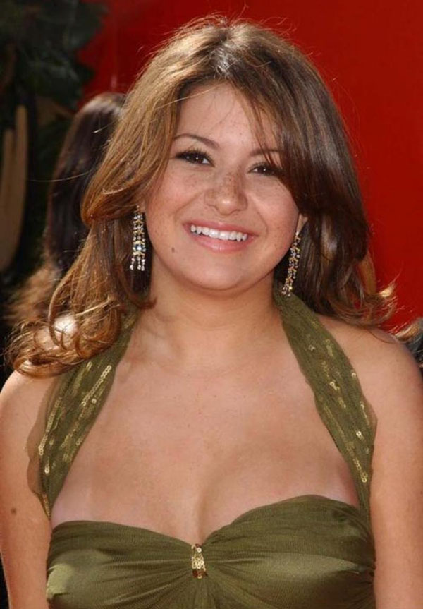 Alia Shawkat sexiest pictures from her hottest photo shoots. (19)