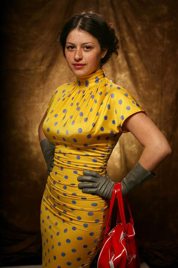 Alia Shawkat sexiest pictures from her hottest photo shoots. (4)