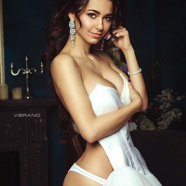 Helga Lovekaty sexiest pictures from her hottest photo shoots. (37)