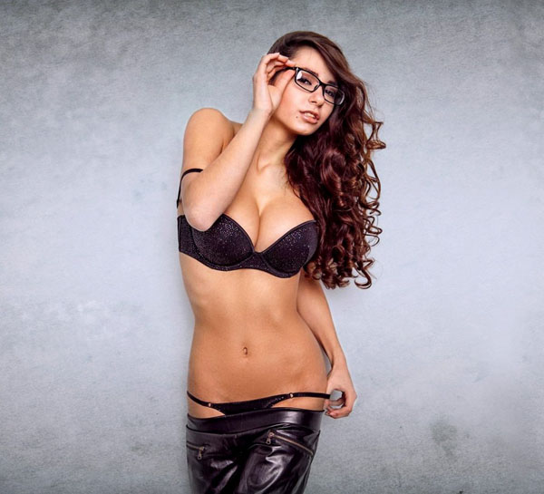 Helga Lovekaty sexiest pictures from her hottest photo shoots. (30)
