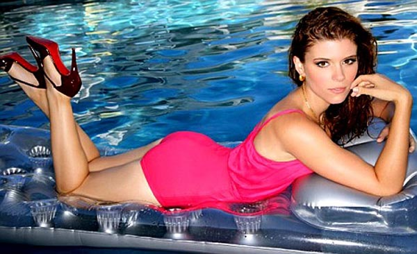 Kate Mara sexiest pictures from her hottest photo shoots. (12)