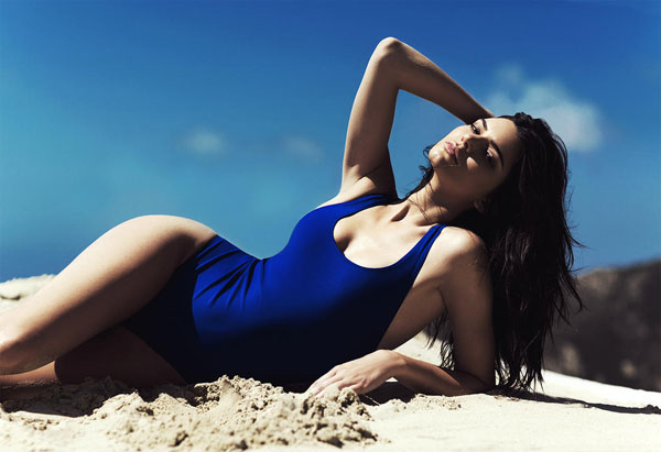 Kendall Jenner sexiest pictures from her hottest photo shoots. (10)