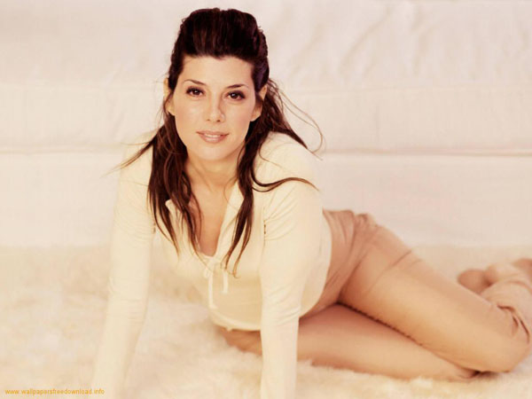 Marisa Tomei sexiest pictures from her hottest photo shoots. (13)