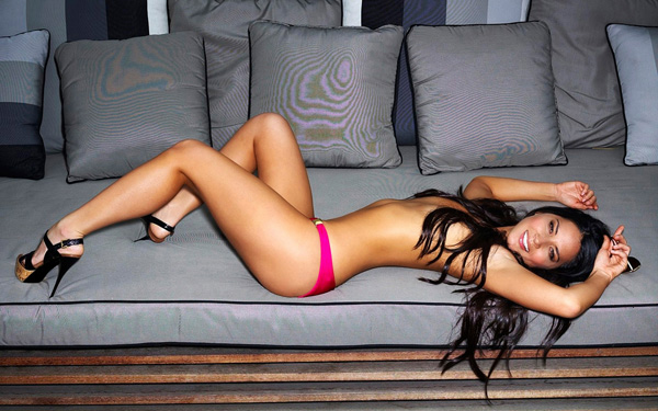 Olivia Munn sexiest pictures from her hottest photo shoots. (23)