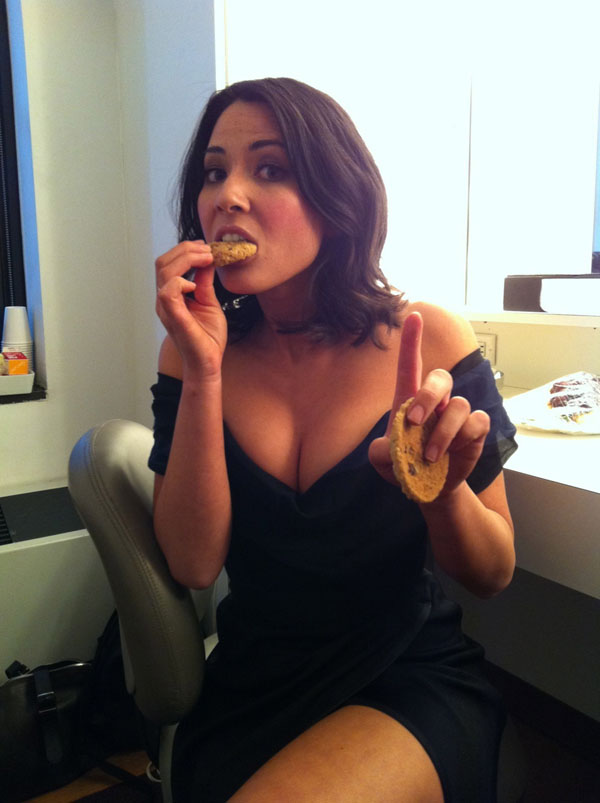 Olivia Munn sexiest pictures from her hottest photo shoots. (14)