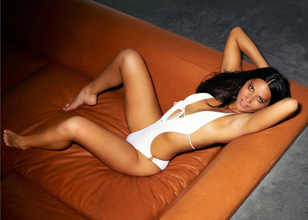 Olivia Munn sexiest pictures from her hottest photo shoots. (9)