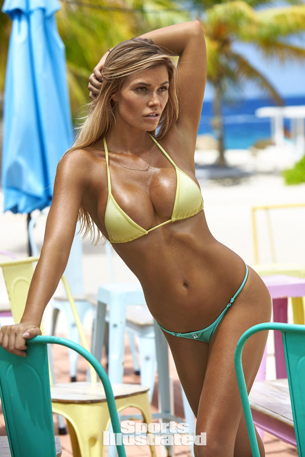 Samantha Hoopes sexiest pictures from her hottest photo shoots. (47)