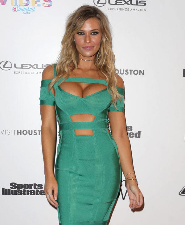 Samantha Hoopes sexiest pictures from her hottest photo shoots. (38)