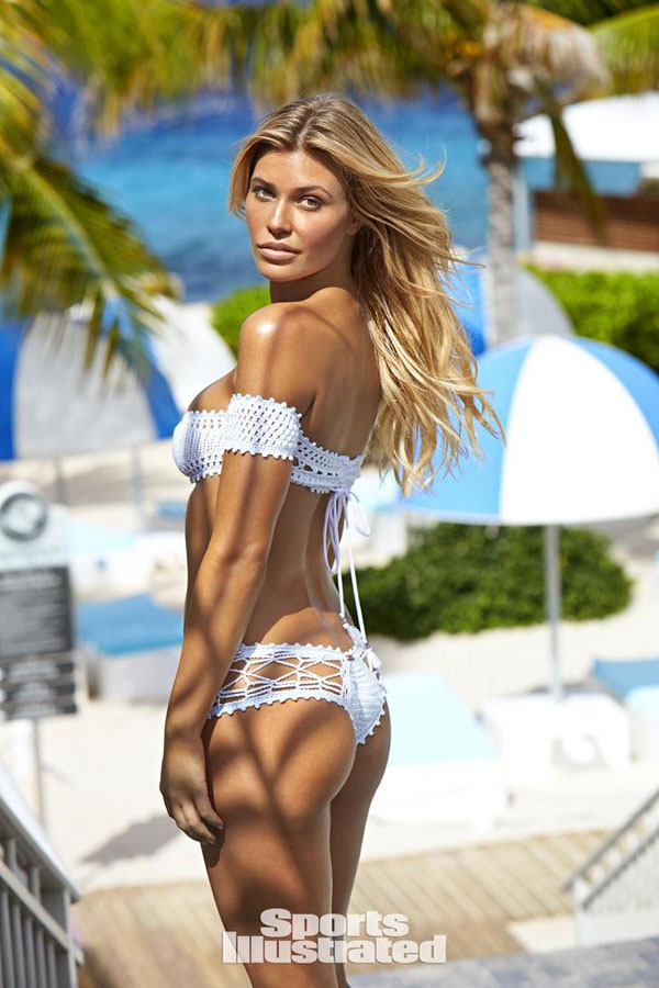 Samantha Hoopes sexiest pictures from her hottest photo shoots. (37)