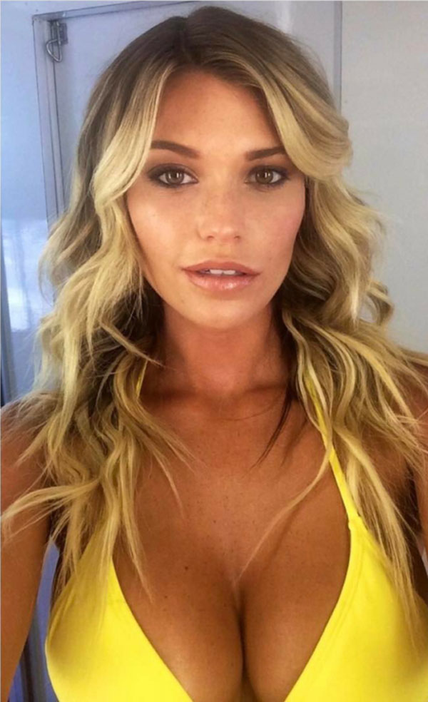 Samantha Hoopes sexiest pictures from her hottest photo shoots. (27)