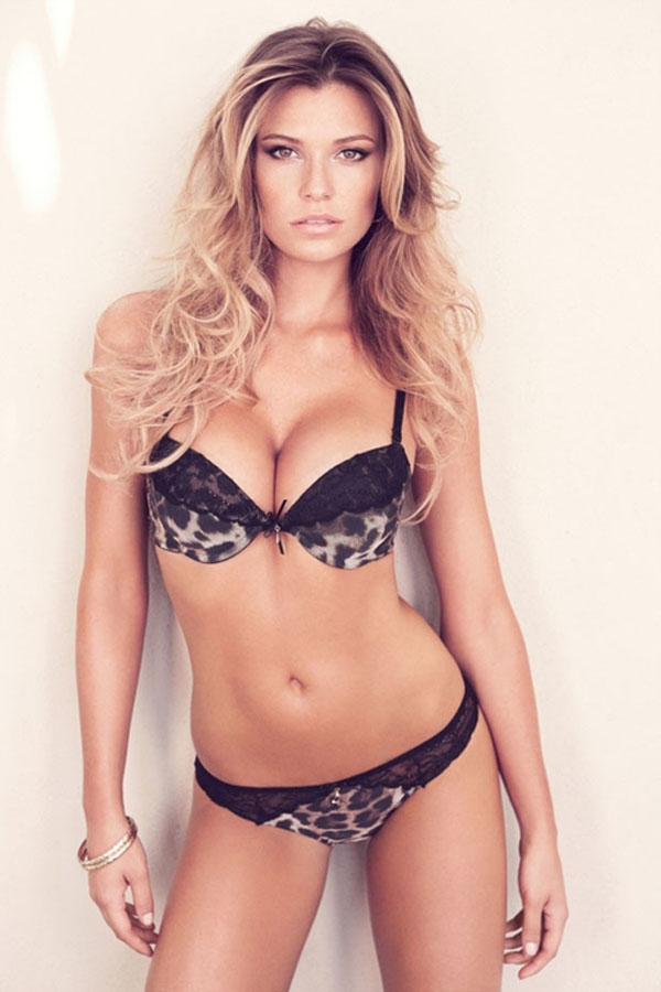 Samantha Hoopes sexiest pictures from her hottest photo shoots. (26)