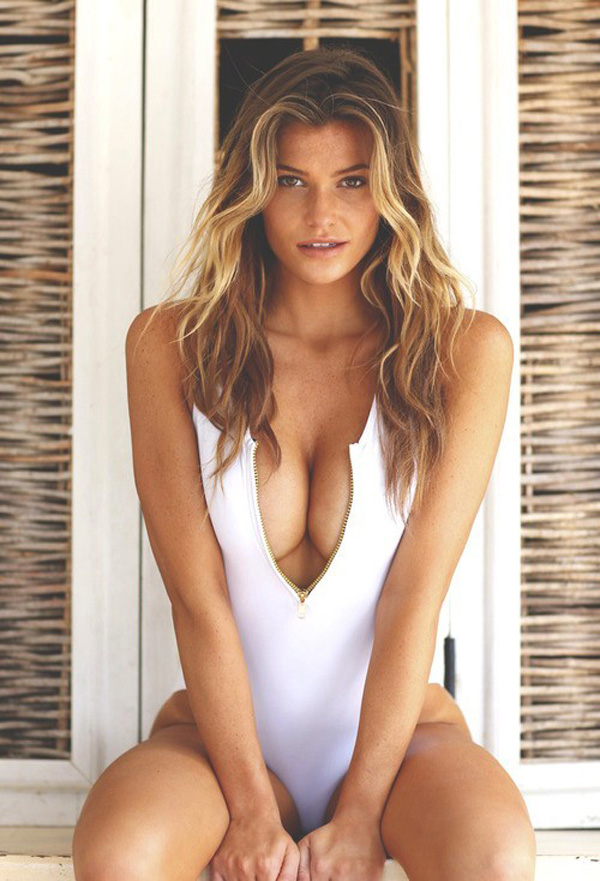Samantha Hoopes sexiest pictures from her hottest photo shoots. (23)