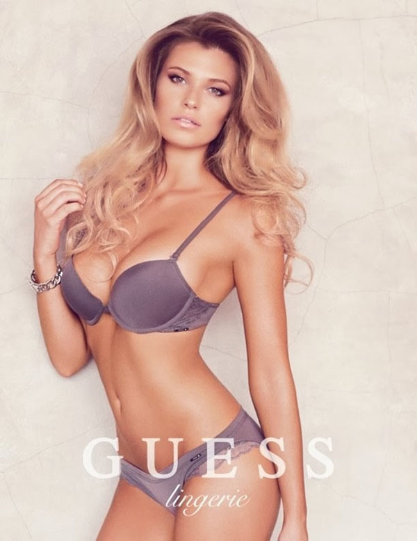 Samantha Hoopes sexiest pictures from her hottest photo shoots. (13)
