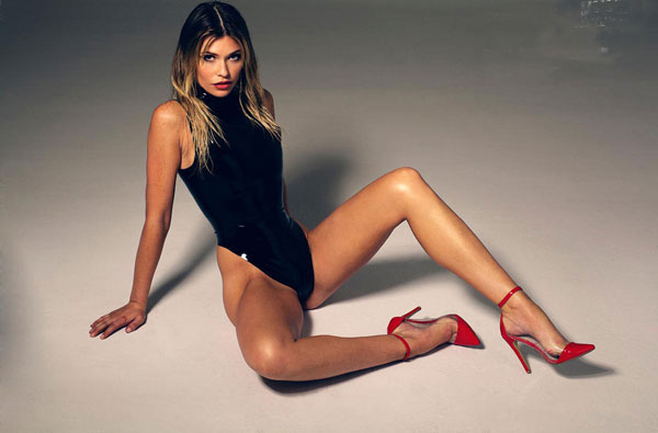 Samantha Hoopes sexiest pictures from her hottest photo shoots. (5)