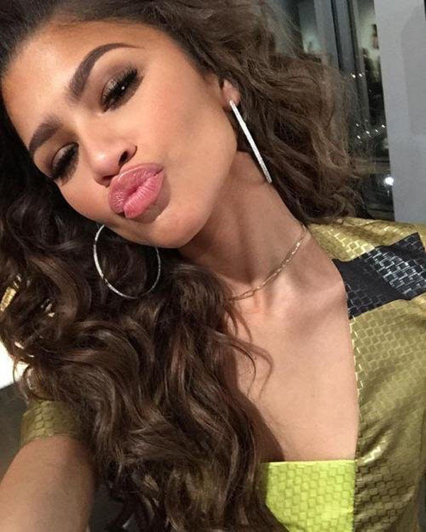 Zendaya sexiest pictures from her hottest photo shoots. (1)