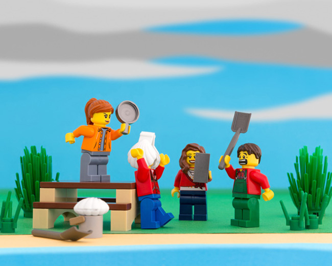 State stereotypes in LEGO form. (12)