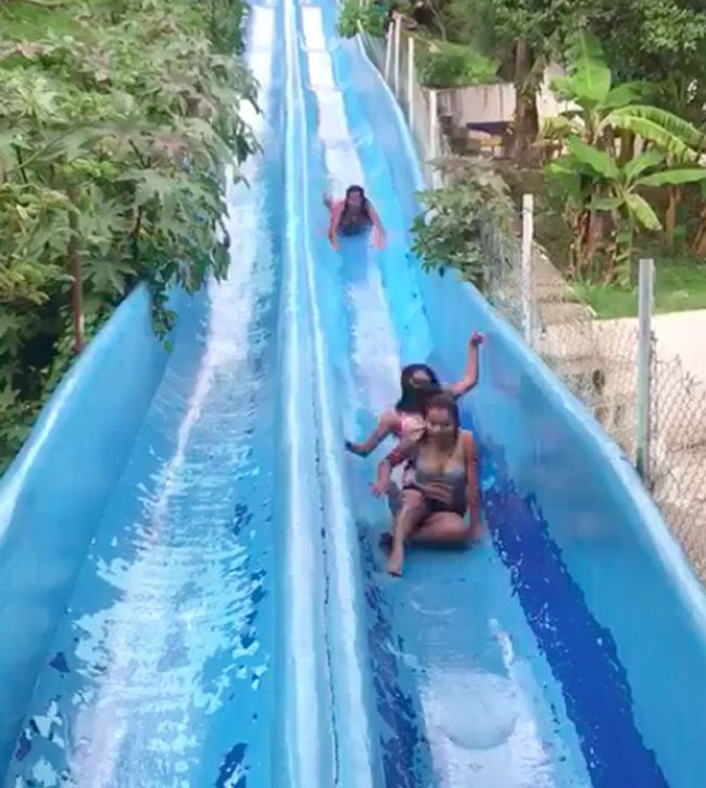 Two Girls Stuck on Waterslide And Get Annihilated by Third Person (Video.) (2)
