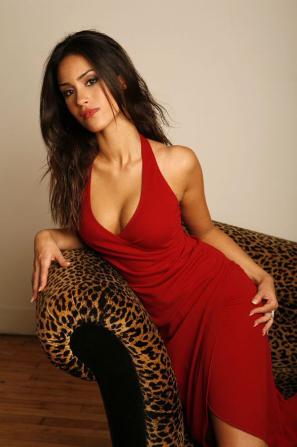Shiva Negar sexiest pictures from her hottest photo shoots. (26)
