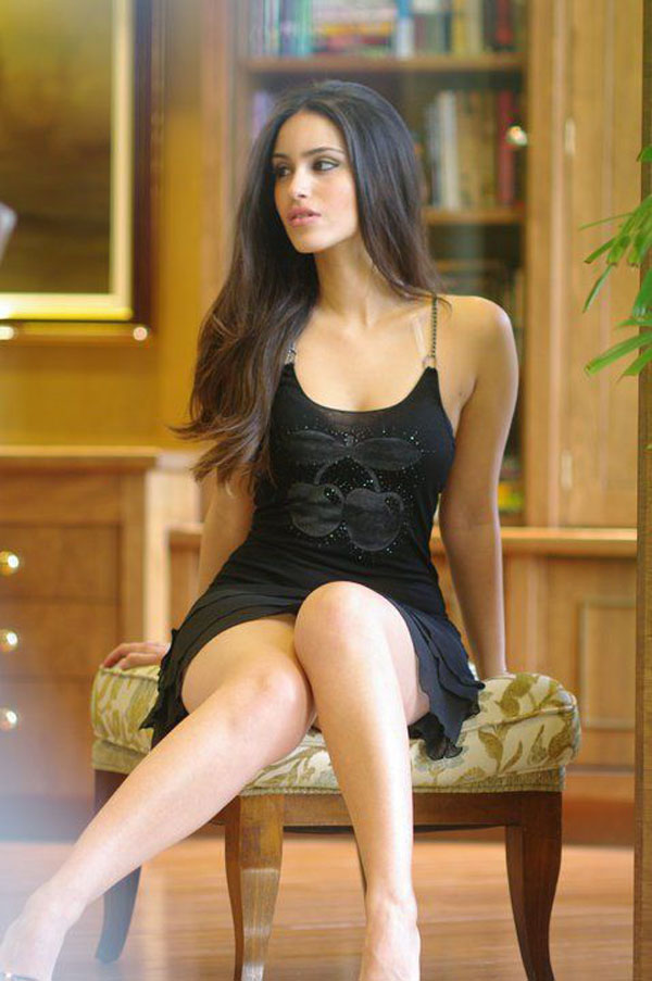 Shiva Negar sexiest pictures from her hottest photo shoots. (22)
