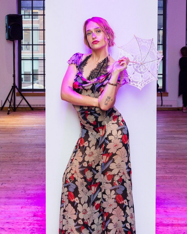 Jemima Kirke sexiest pictures from her hottest photo shoots. (23)