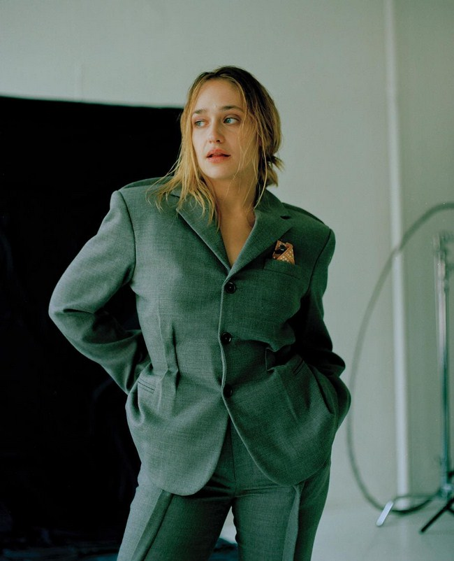 Jemima Kirke sexiest pictures from her hottest photo shoots. (33)