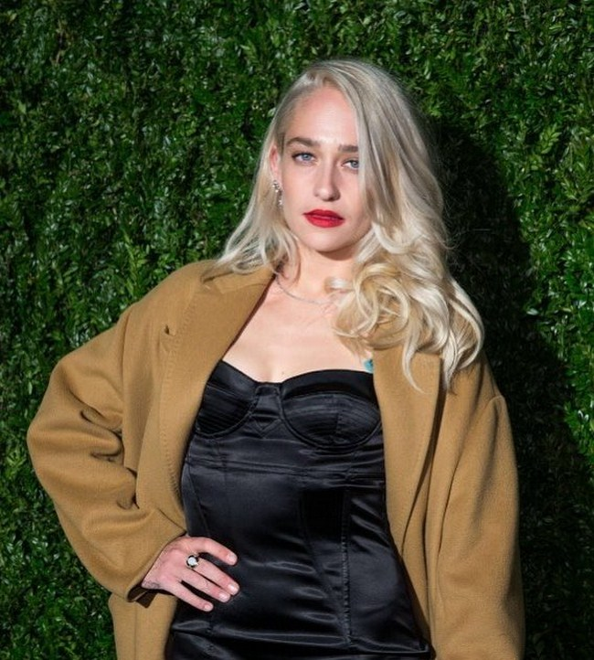 Jemima Kirke sexiest pictures from her hottest photo shoots. (34)
