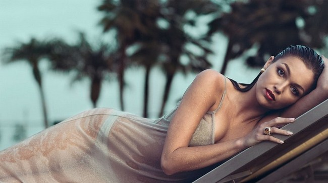Lili Simmons sexiest pictures from her hottest photo shoots. (49)