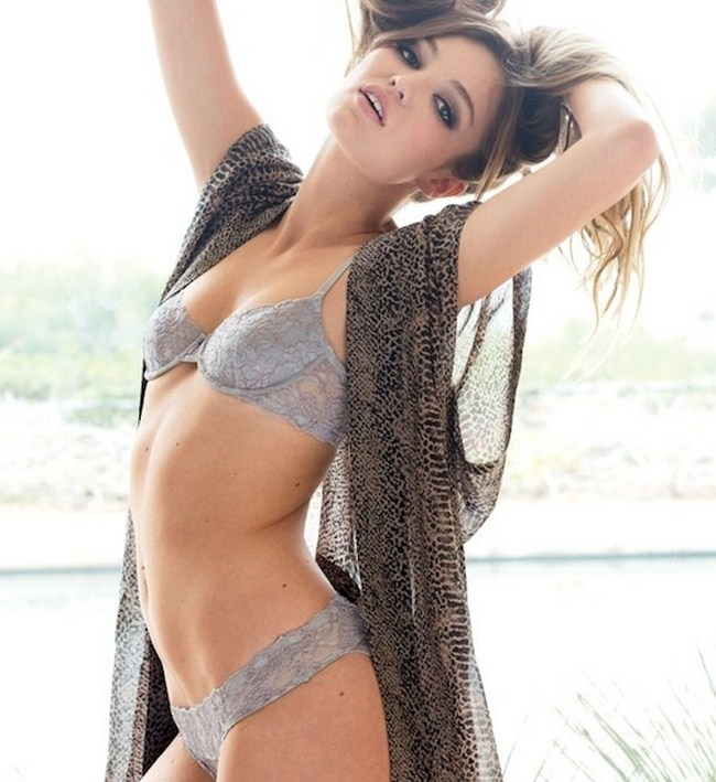 Lili Simmons sexiest pictures from her hottest photo shoots. (48)