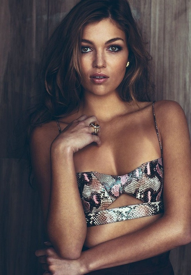 Lili Simmons sexiest pictures from her hottest photo shoots. (41)