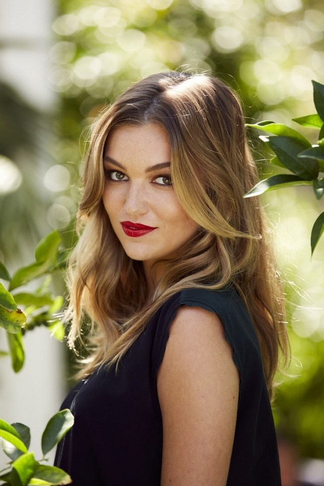 Lili Simmons sexiest pictures from her hottest photo shoots. (39)