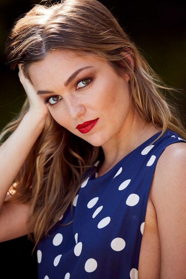 Lili Simmons sexiest pictures from her hottest photo shoots. (28)