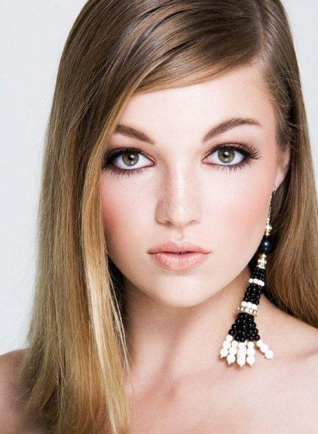 Lili Simmons sexiest pictures from her hottest photo shoots. (22)