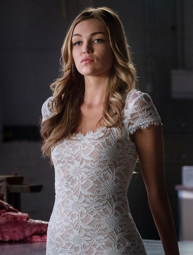 Lili Simmons sexiest pictures from her hottest photo shoots. (16)