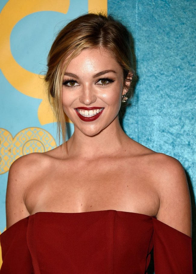 Lili Simmons sexiest pictures from her hottest photo shoots. (15)