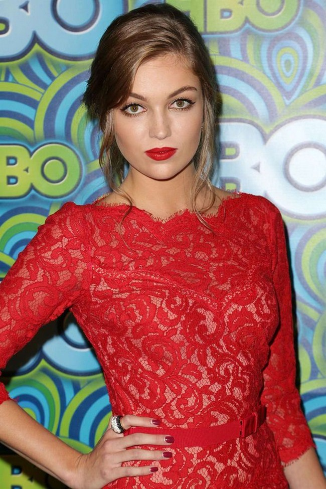 Lili Simmons sexiest pictures from her hottest photo shoots. (9)