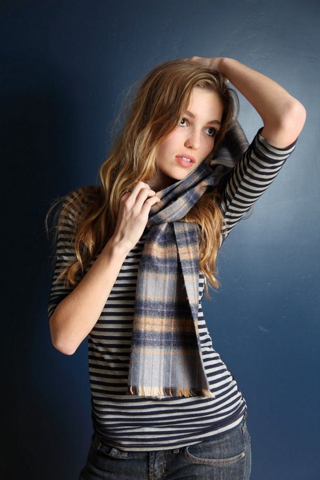 Lili Simmons sexiest pictures from her hottest photo shoots. (2)