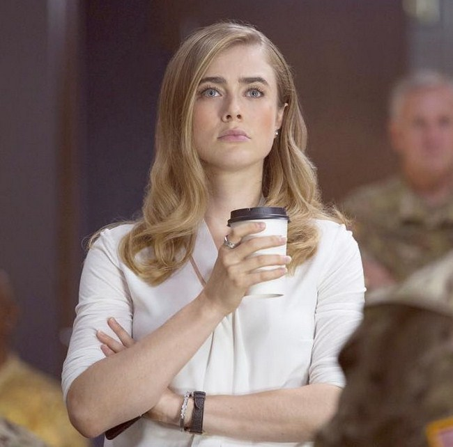 Melissa Roxburgh sexiest pictures from her hottest photo shoots. (19)