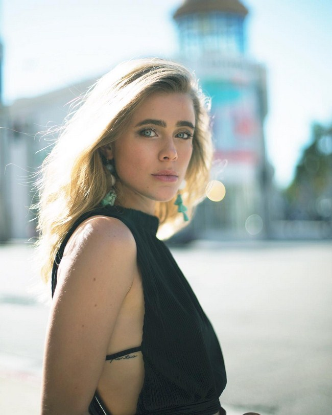 Melissa Roxburgh sexiest pictures from her hottest photo shoots. (13)