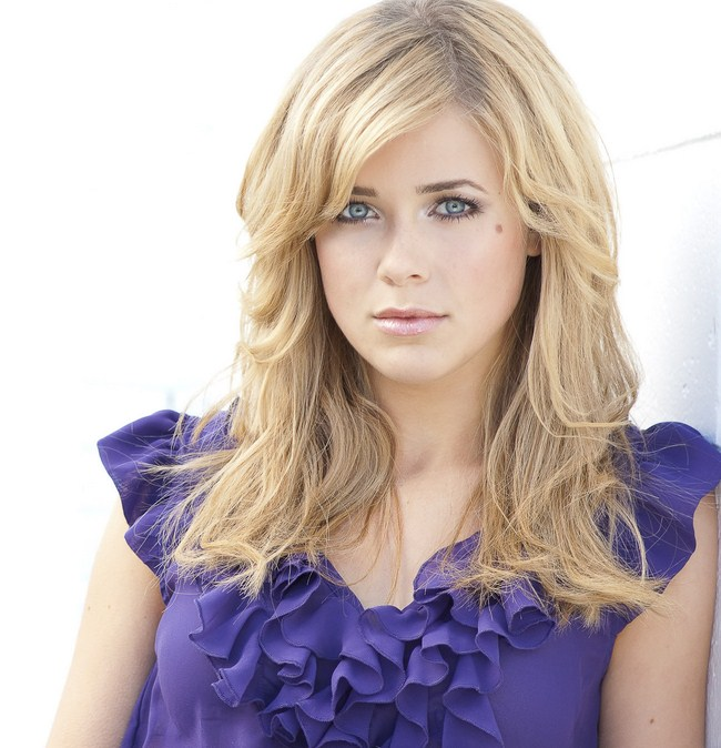 Melissa Roxburgh sexiest pictures from her hottest photo shoots. (9)