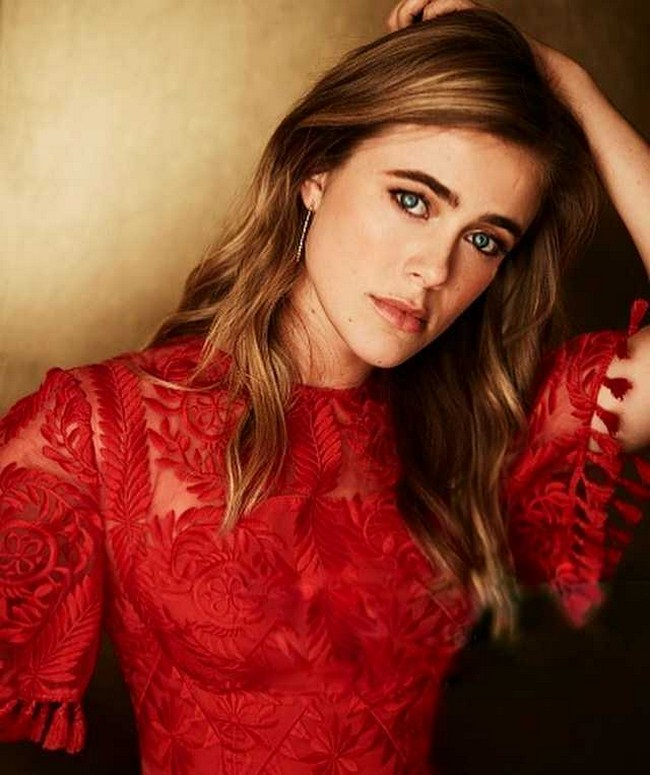 Melissa Roxburgh sexiest pictures from her hottest photo shoots. (4)