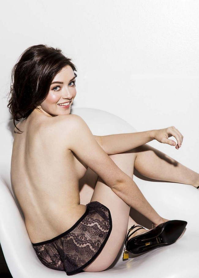 Sarah Bolger sexiest pictures from her hottest photo shoots. (41)