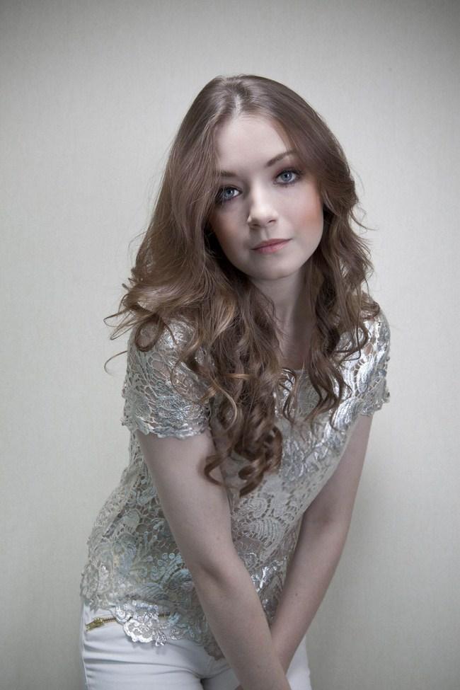 Sarah Bolger sexiest pictures from her hottest photo shoots. (9)