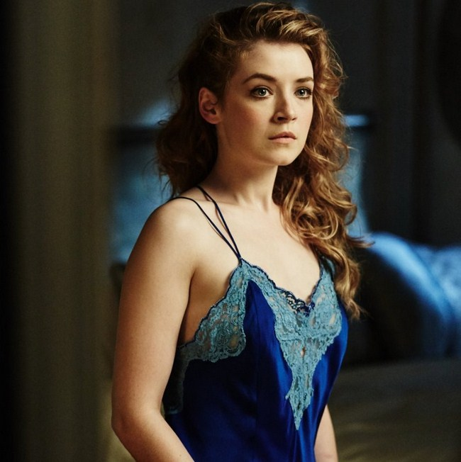 Sarah Bolger sexiest pictures from her hottest photo shoots. (2)