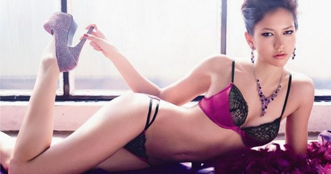 Sonoya Mizuno sexiest pictures from her hottest photo shoots. (14)
